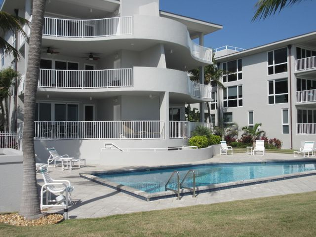 921 Ocean Drive W 1, KEY COLONY, FL 33051