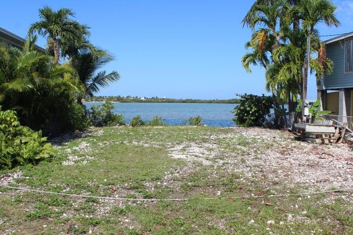 26 Beach Drive, Saddle Bunch, FL 33040