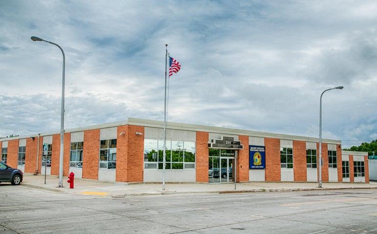 225 4th Avenue N, Fargo, ND 58102