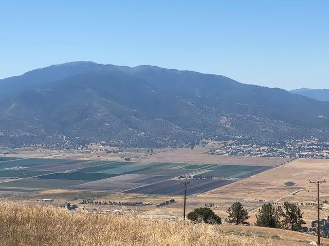 Sweeping Views of Cummings Valley!