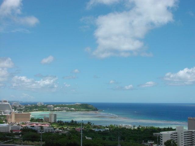 Ocean, city and mountain views.