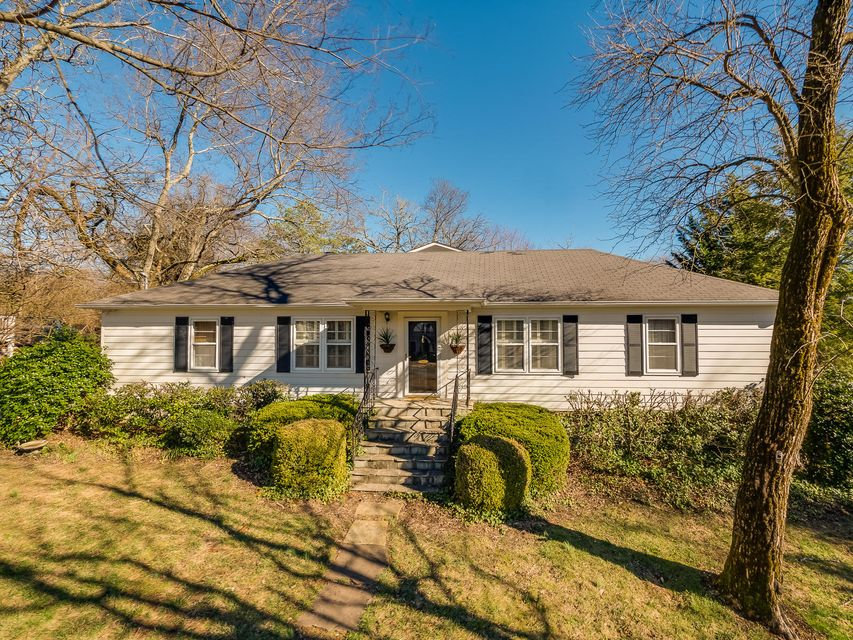 225 N Hermitage Ave, Lookout Mountain, TN 37350