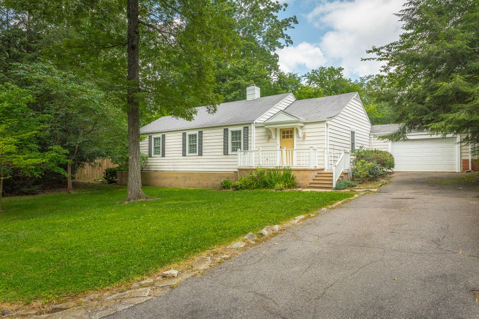 7 Irving Pl, Lookout Mountain, TN 37350