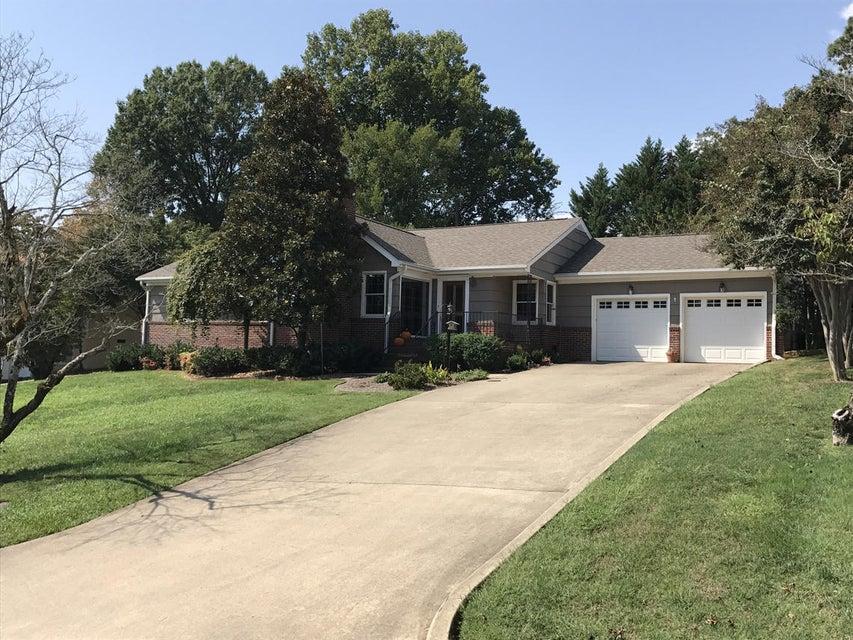 18 Fairhills Dr, Chattanooga, TN 37405