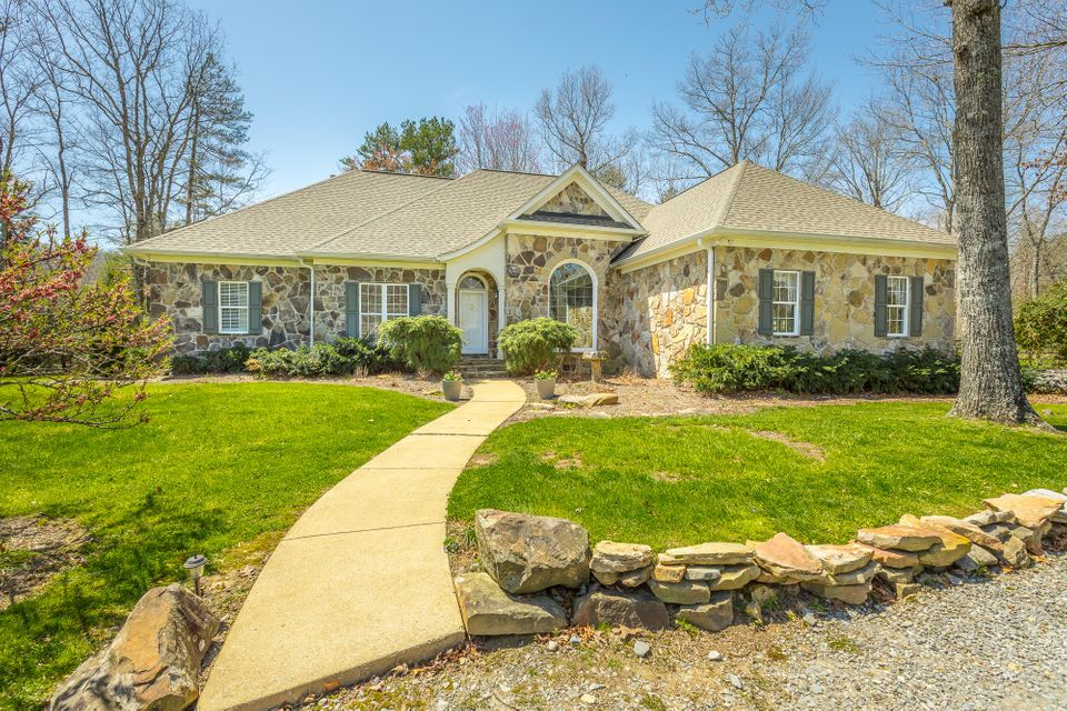 736 Clear Brooks Dr Dr, Signal Mountain, TN 37377
