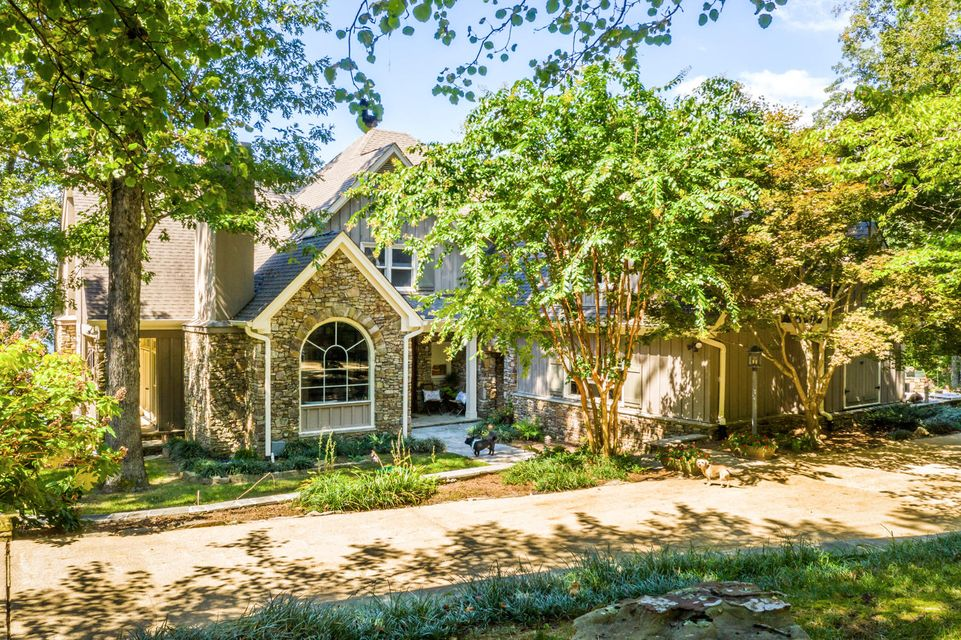 82 Stonesthrow Ln, Lookout Mountain, GA 30750