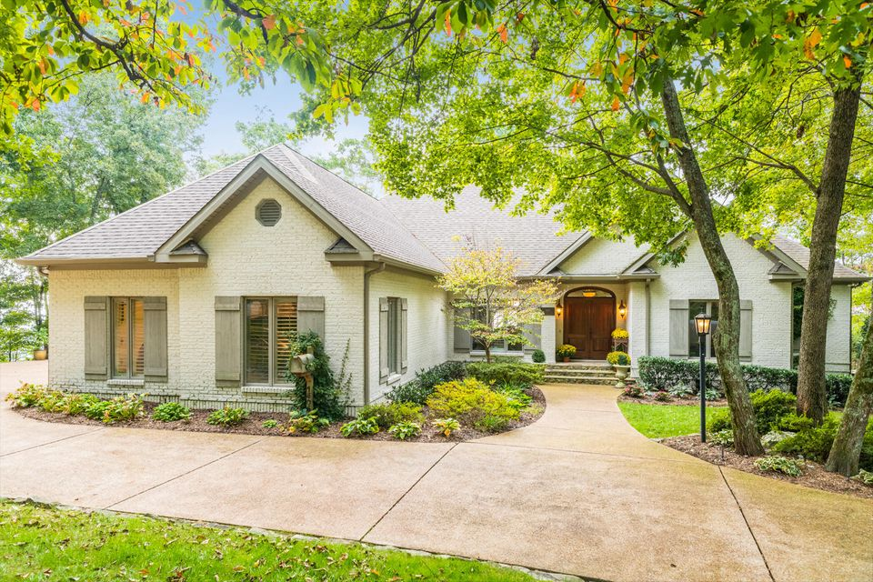 Stunning views, Spectacular Home!!! This elegant all brick home on a large level brow lot has it all and is move in ready!! Master on main, hardwood floors up and down, beautiful finished kitchen with high end appliances, 3 car garage, tons of outdoor space to entertain or just enjoy the views.This is truly ''One of a Kind'' in Walden on Signal Mountain seconds from the W Road and close to everything.