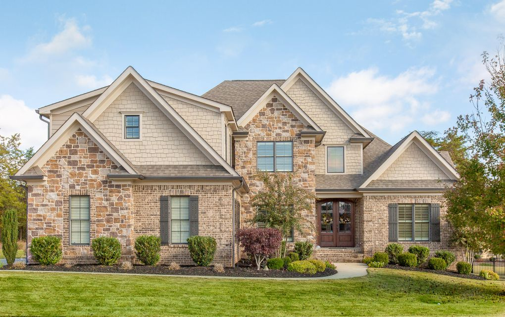 8053 Hampton Cove Dr, Ooltewah, TN 37363