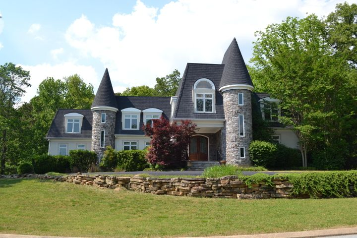 3 Close Family Rd, Signal Mountain, TN 37377
