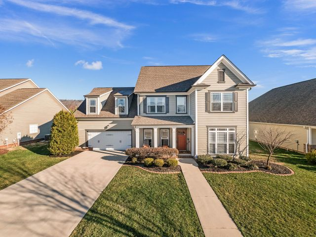 8379 Front Gate Cir, Ooltewah, TN 37363