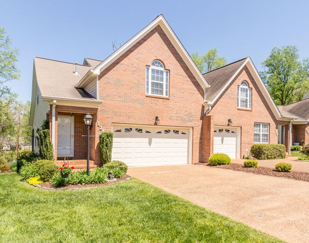 Beautiful 3 BR/2BA Townhome in Blvd Trails.