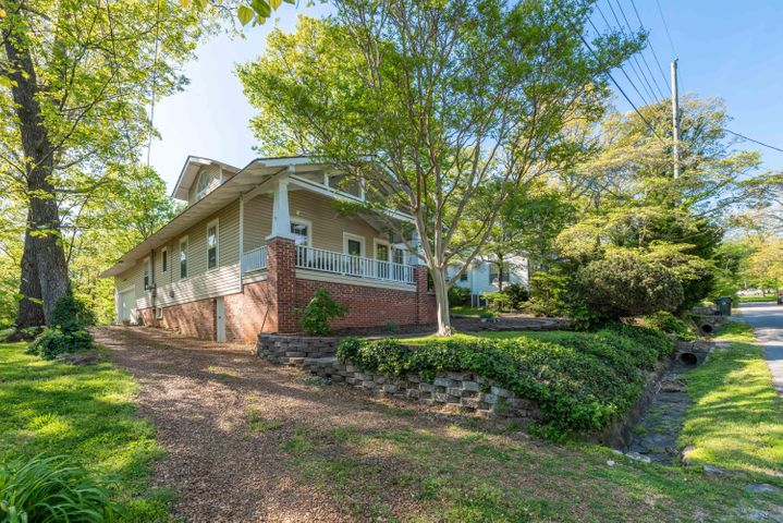 406 South St, Signal Mountain, TN 37377