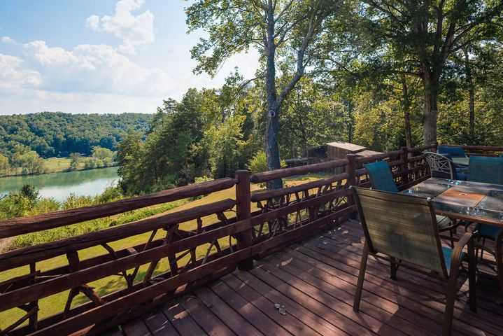 890 Skyline Dr, Harriman, TN 37748