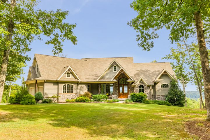 Lookout Mountain Home With Luxurious Living Awaits!