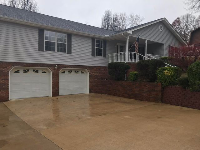 2412 Horseshoe Dr, Soddy Daisy, TN 37379
