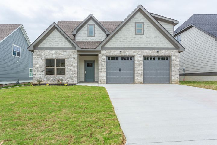 9077 Silver Maple Dr, Ooltewah, TN 37363