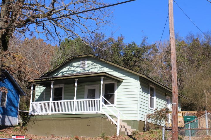 Come take a look at this update home in desirable lupton city TODAY!