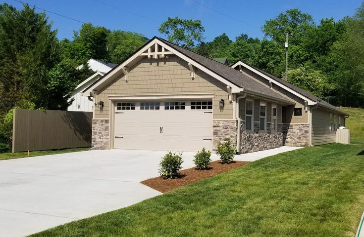 Owner / Agent listing. New 2 bedroom, 2 bath EPB Smart Build  Home in excellent Red Bank location close to Northshore & Downtown. Amenities include Granite counter tops, Ceramic Tile in Kitchen & Laundry room, Engineered Hardwood floor in Living & Dining area. Custom Cabinets, Craftsman style trim, Stainless Steel Appliances, Beautiful Ceramic Tile shower in Master Bath with Glass door. Large walk in closet in Master Bedroom. large Coat /storage closet  in the entryway.