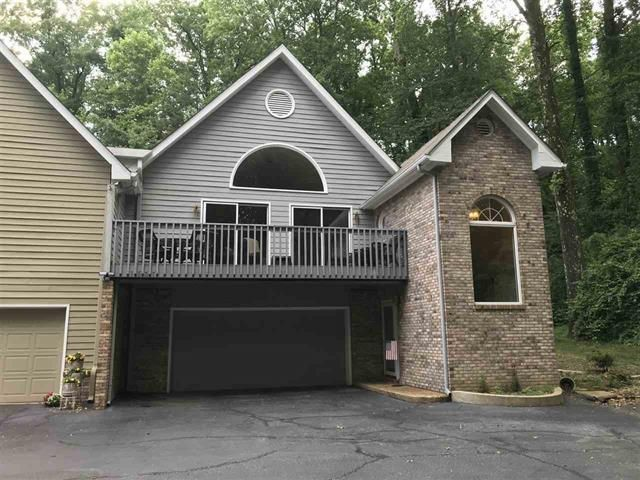 Condominium on Signal Mtn. 3 beds 2.5 baths 2 car garage. This condo is on the very end with a covered back porch that leads down to a nice private area. Deck on the front over garage. This home is very spacious at 2912 sq ft. Gas fireplace for your cool nights from the mountain air. This home is a must see. Plenty of room for the family. Call today for your private showing.