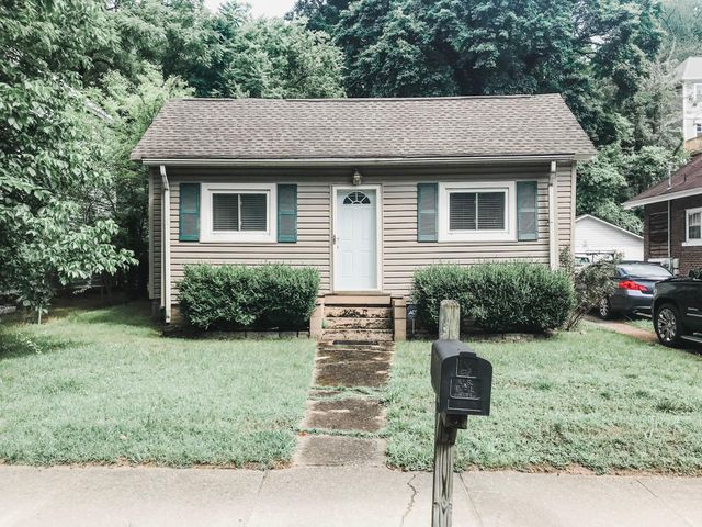 RARE OPPORTUNITY! Walking distance to Coolidge Park! This two bedroom, 1.5 bathroom home is located on a flat lot in the heart of North Chattanooga. Zoned for award winning Normal Park schools. Convenient to great shopping, grocery choices, and desirable restaurants. The lot dimensions are 50X195, and could be subdivided into two buildable lots. If you are searching for a starter home or investment property in Chattanooga, then be sure to schedule your tour of 506 Tremont Street today!