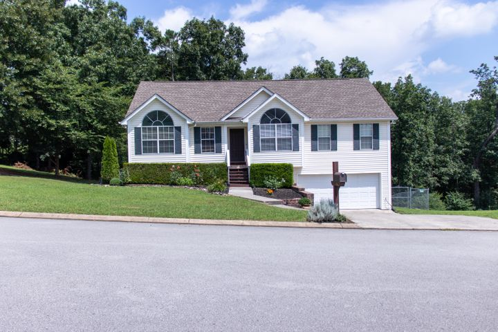 This beautiful single family home in the Hamilton on Hunter subdivision is ready now! New roof and siding on two sides in 2012. New granite countertops in kitchen. Many updates have been done and owners have kept wonderfully maintained. Backyard is fully fenced with chain link fence and newly stained deck.