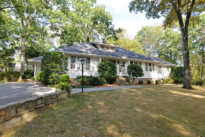 117 Highland Ave, Lookout Mountain, TN 37350