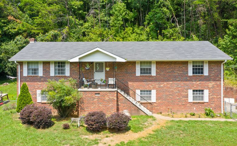417 Reads Lake Rd, Chattanooga, TN 37415