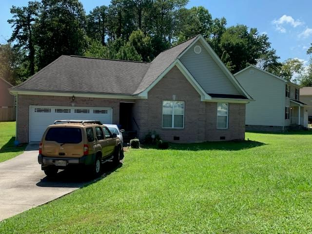 Beautiful 3 BR/2 BA, 1 level home, conveniently located in the Eastdale area on a wonderful large corner lot.  Spacious master, living area and eat-in kitchen. Wood laminate floors in the LR, dining, master and hallway areas. Freshly painted in 2017. Bring offers. Won't last long!