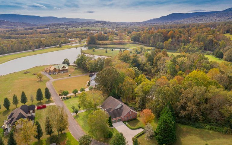 134 Spring Lake Dr, Dunlap, TN 37327