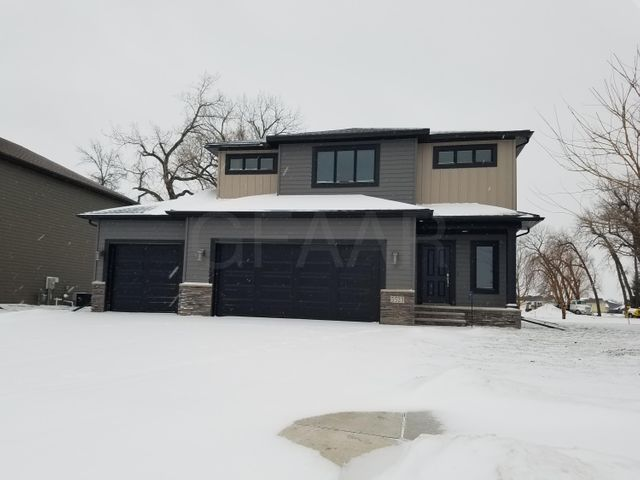 5523 CHARLIE RAY DR, GRAND FORKS, ND 58201