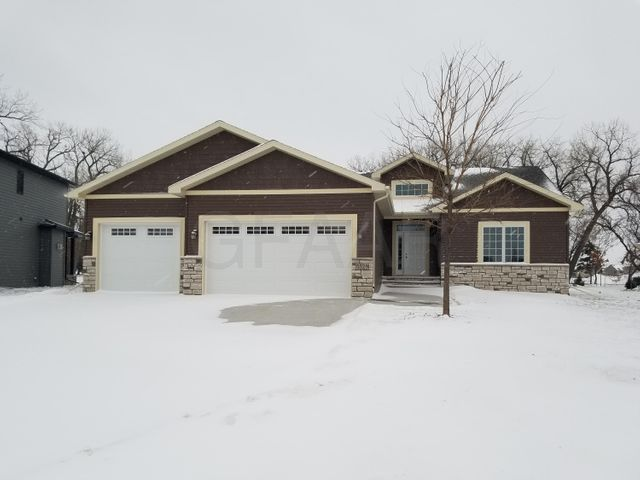 5529 CHARLIE RAY DR, GRAND FORKS, ND 58201