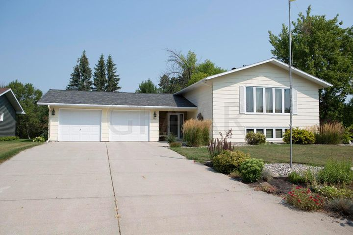 422 3RD Avenue NE, HILLSBORO, ND 58045