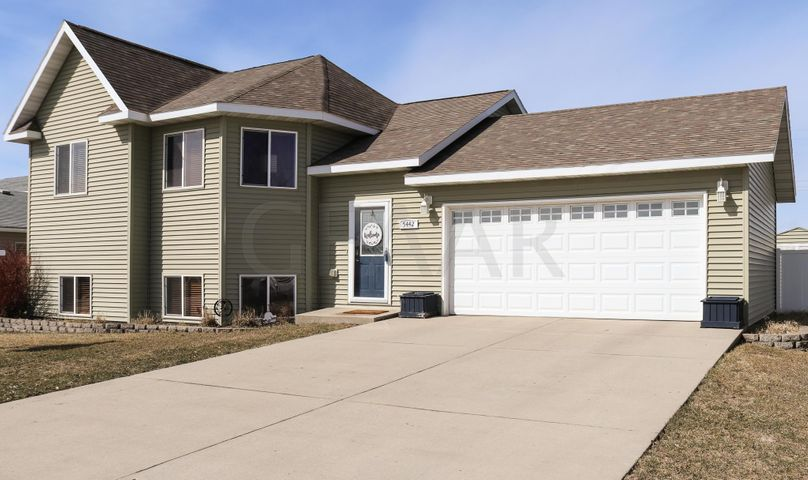 5442 WEST PLUM DRIVE, GRAND FORKS, ND 58203