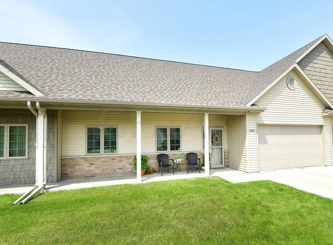 5860 FOUNTAIN VISTA DR, GRAND FORKS, ND 58201