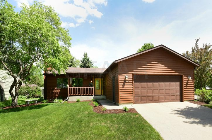 3923 FAIRVIEW Drive, GRAND FORKS, ND 58201