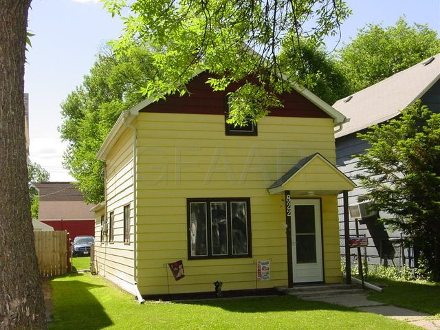 822 WALNUT Street, GRAND FORKS, ND 58201
