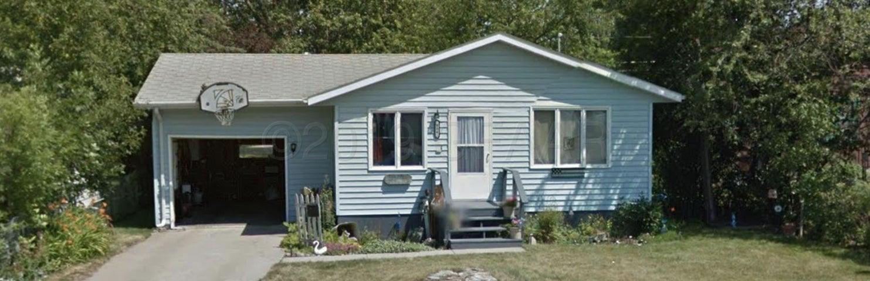 806 2ND Avenue NE, DEVILS LAKE, ND 58301