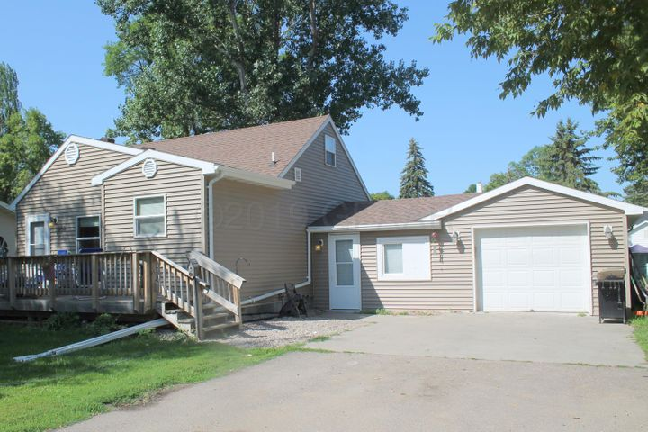 808 LANGDON Avenue, MANVEL, ND 58256