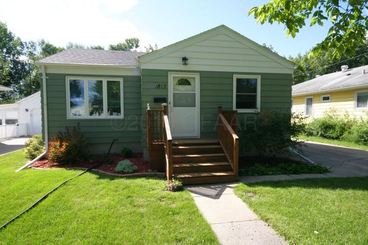 1813 N 4TH Street, GRAND FORKS, ND 58203