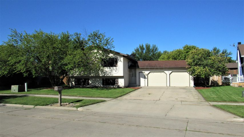 1226 AUTUMN Court, GRAND FORKS, ND 58201
