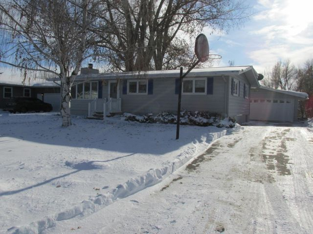 737 GREAT PLAINS Court, GRAND FORKS, ND 58201