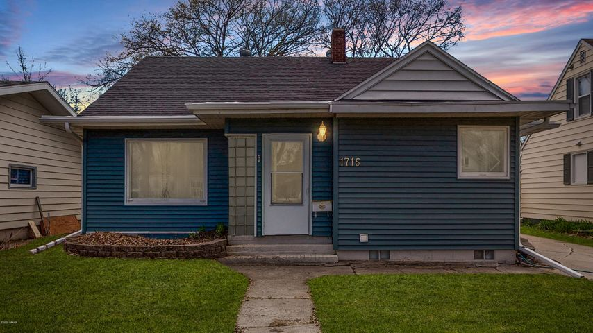 1715 2ND AVE N, GRAND FORKS, ND 58203