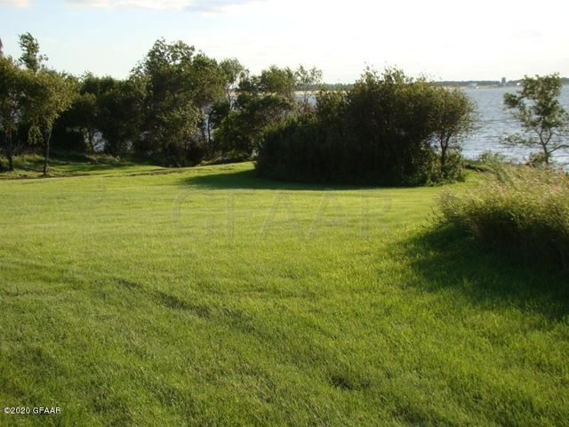 4033 EAST LAKE RD, DEVILS LAKE, ND 58301