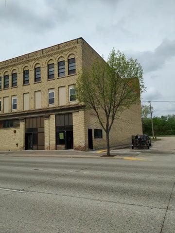 211 N MAIN Street, CROOKSTON, MN 56716