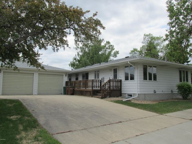 403 JAMES Avenue SE, EAST GRAND FORKS, MN 56721