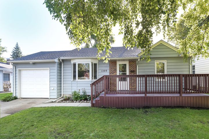 1209 S 9TH ST, GRAND FORKS, ND 58201