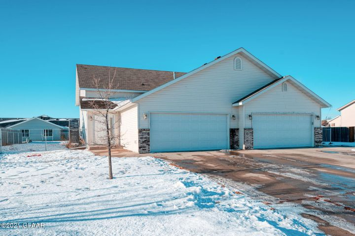 1606 12TH AVE SE, EAST GRAND FORKS, MN 56721