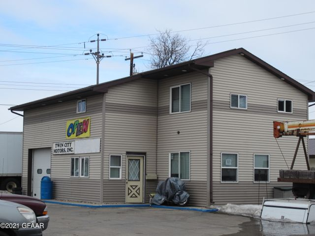 702 WASHINGTON ST. N, GRAND FORKS, ND 58203