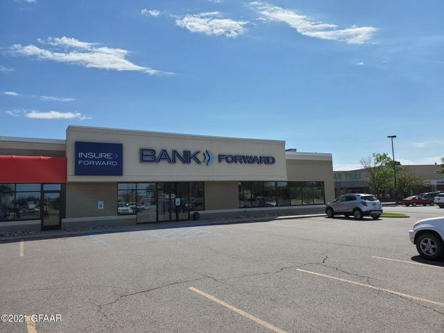 3350 S COLUMBIA Road, GRAND FORKS, ND 58201