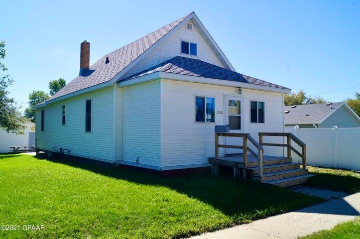 706 1ST Street NE, Devils Lake, ND 58301